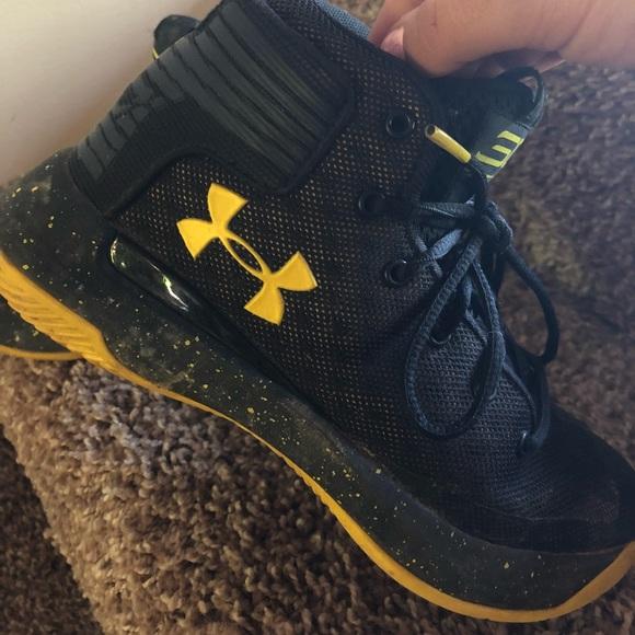 Stephen curry shoes boys Under Armour Shoes. M 5af1c7729cc7ef54581b0a35 01434b17d0b